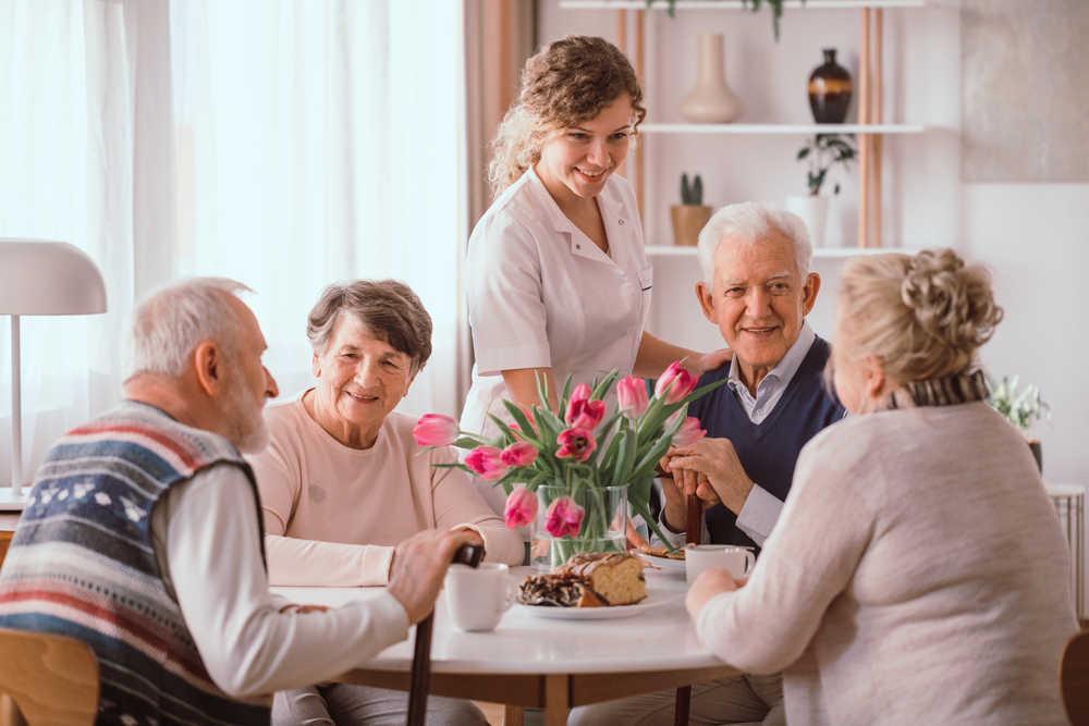 Cada vez más familias confían en trasladar a sus mayores a residencias de ancianos